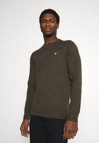 Lyle & Scott - CREW NECK JUMPER - Stickad tröja - trek green marl - 0