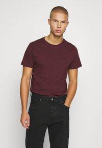 Jack & Jones PREMIUM - JPRBRODY TEE CREW NECK 5 PACK - Basic T-shirt - navy blazer/white/olive night/black/portroyale - 3