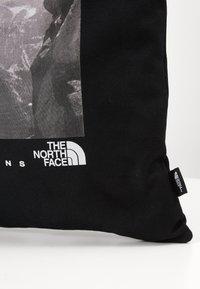 The North Face - WOMAN DAY BAG - Sac de sport - black - 5