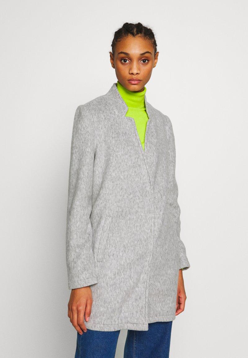 Vero Moda - VMBRUSHEDKATRINE  - Korte frakker - light grey melange