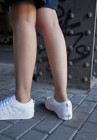 adidas Originals - NIZZA PLATFORM - Zapatillas - footwear white