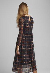 Nümph - NUFREJA DRESS - Denní šaty - schwarz - 1