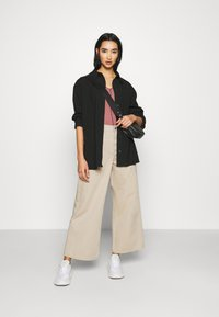 Dr.Denim - AIKO CROPPED - Jeans relaxed fit - cashew - 1
