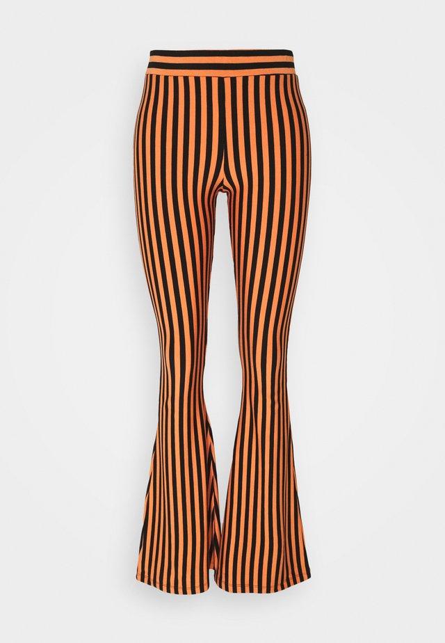 RAJ FLARED LEGGINGS - Leggings - Trousers - nectarine