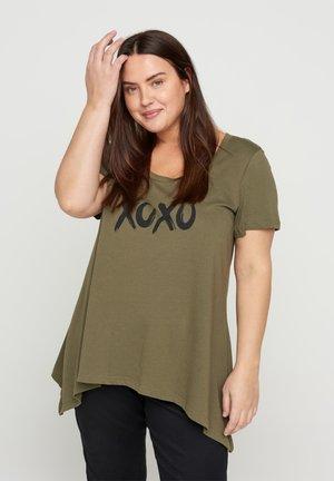 Print T-shirt - ivy green xoxo