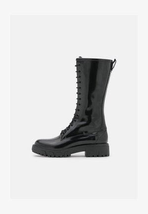 AXEL MID BOOT - Stivali con i lacci - black
