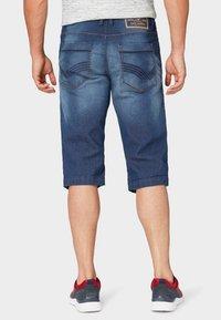 TOM TAILOR - MAX BERMUDA  - Denim shorts - mid stone wash denim - 2