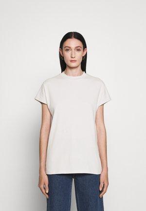 PROOF - Basic T-shirt - moonstruck