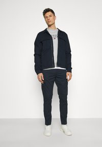 Lindbergh - PANTS - Cargo trousers - navy - 1