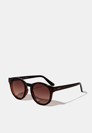SONNENBRILLE MIT RUNDEN GLÄSERN - Sunglasses - havanna