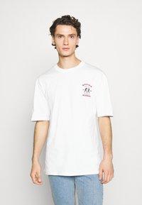 Revival Tee - BOXING SHORT SLEEVE - T-shirt z nadrukiem - white - 0