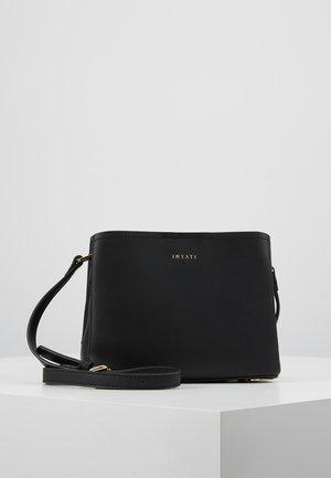 LÉA - Across body bag - black