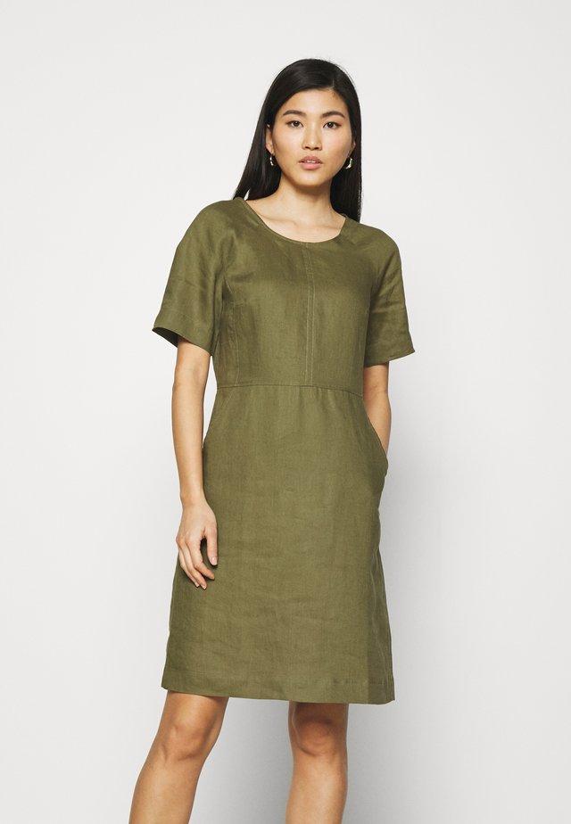 ESSENTIAL - Sukienka letnia - burnt olive