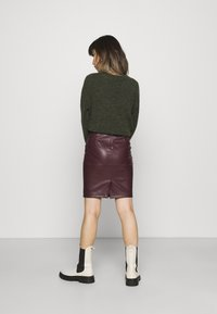 VILA PETITE - VIPEN NEW COATED SKIRT - Pencil skirt - winetasting - 2