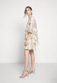 Bruuns Bazaar - FOLJA ANINE DRESS - Vestito elegante - gold - 3