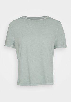 SHRUNKEN TEE - T-shirt - bas - sage