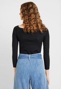 Ivyrevel - OFF SHOULDER - Long sleeved top - black - 2