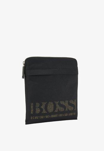 MAGNIFIED S Z ENV - Across body bag - black