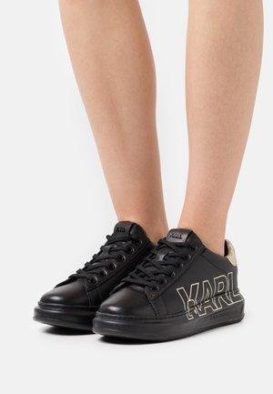 KAPRI OUTLINE LOGO - Trainers - black/gold