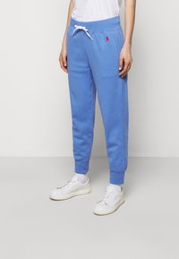 Polo Ralph Lauren - FEATHERWEIGHT - Tracksuit bottoms - harbor island blu - 0