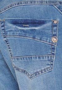 Cream - KANTIY BAIILY FIT - Slim fit jeans - soft blue denim - 2