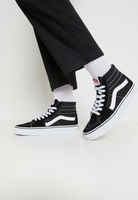 Vans - SK8-HI - High-top trainers - black - 0