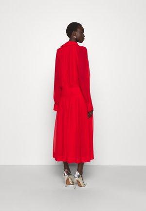 DRAPED GATHERED DRESS - Cocktailklänning - red