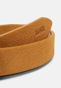 CLOSED - BELT BUCKLE - Pásek - butterscotch - 4