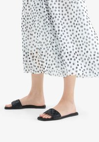 Bershka - FLAT QUILTED 11802661 - Chaussons - black - 0