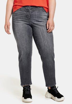 LANG BEQUEME MIT ZIERSTEINCHEN - Relaxed fit jeans - black denim