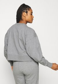 Nike Performance - DRY GET FIT CREW - Mikina - carbon heather/smoke grey - 2