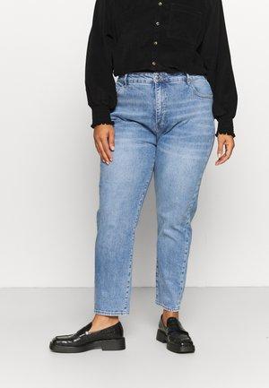 EVA CURVE HIGH RISE MOM - Slim fit jeans - jackson mid blue
