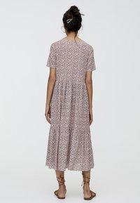 PULL&BEAR - MIT BLUMENPRINT - Maxi dress - brown - 2