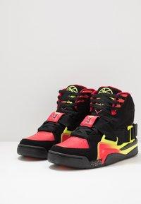 Ewing - CONCEPT - Zapatillas altas - black/red/yellow - 2