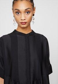 Selected Femme - SLFVIOLA OVERSIZE DRESS - Košilové šaty - black - 6