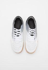 Umbro - CHALEIRA II PRO - Indoor football boots - white/black - 3