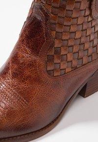 Felmini - WEST - Ankle boots - vega azafran - 2