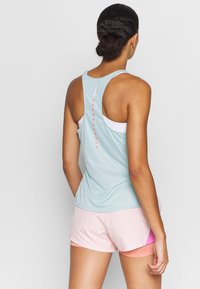 Under Armour - SPEED STRIDE ATTITUDE - T-shirt de sport - seaglass blue - 2