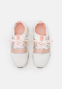 Napapijri - LEAF - Sneakersy niskie - bright white - 5