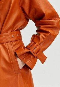 Selected Femme - Trenchcoat - orange pepper - 3