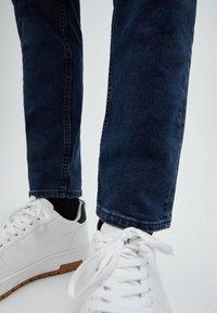 PULL&BEAR - Slim fit jeans - blue - 5
