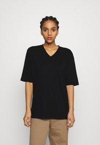 Filippa K - MATILDA VNECK TEE - T-shirt - bas - black - 0