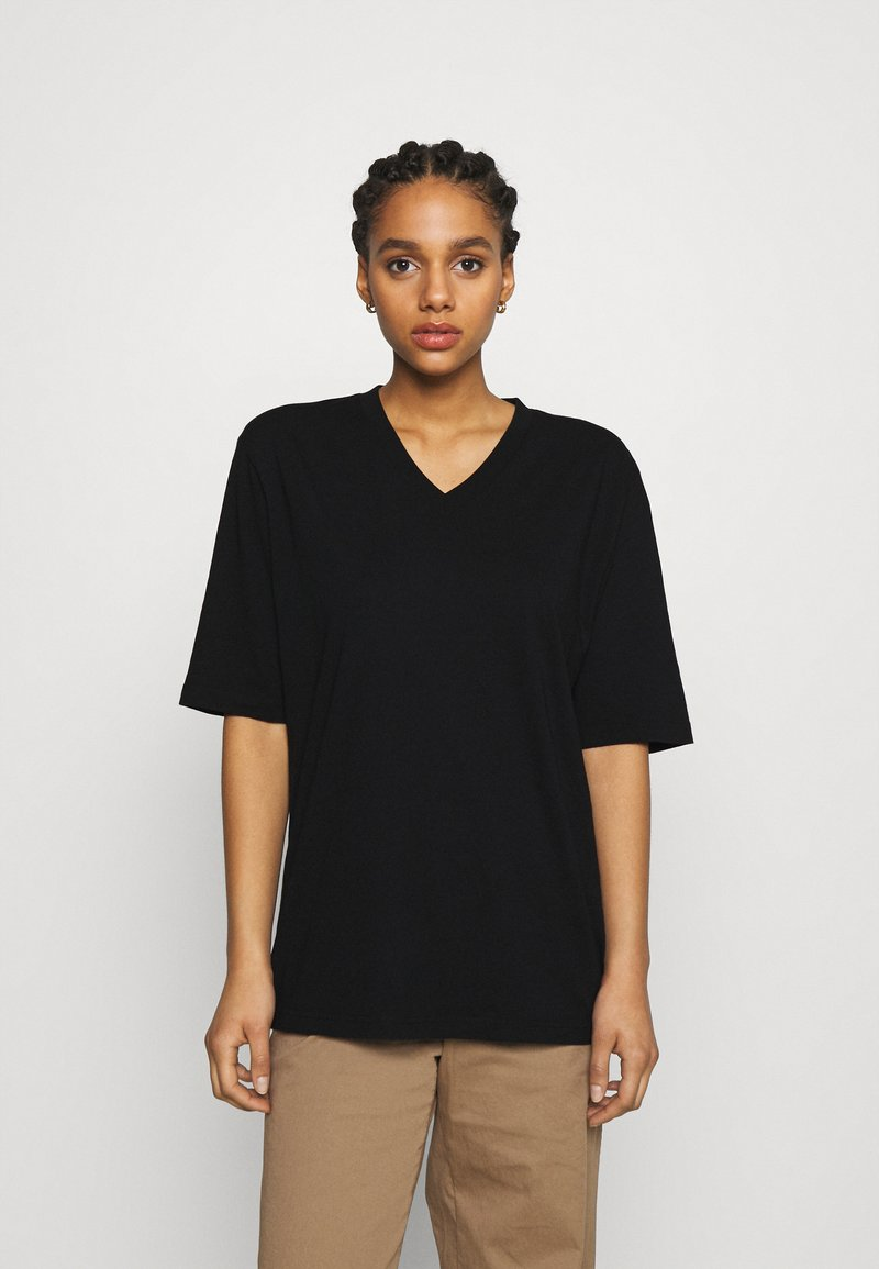 Filippa K - MATILDA VNECK TEE - T-shirt - bas - black