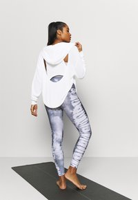 Free People - BACK INTO IT HOODIE - Jersey con capucha - powder white - 2