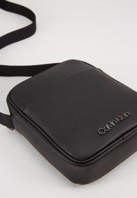 Calvin Klein - CENTRAL MINI REPORTER - Sac bandoulière - black - 2