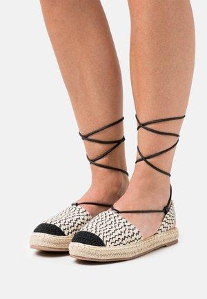 Sandaalit nilkkaremmillä - black/beige