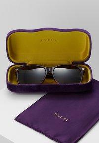 Gucci - Lunettes de soleil - brown - 2