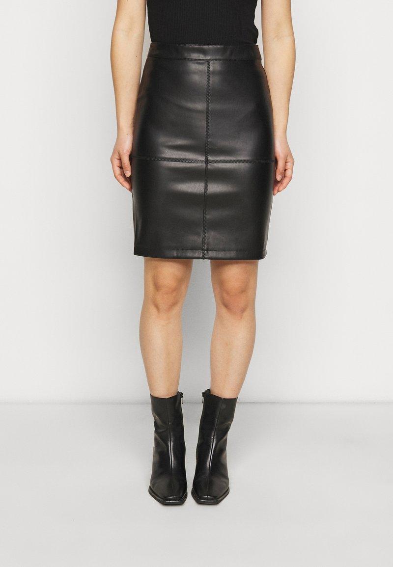 VILA PETITE - VIPEN NEW COATED SKIRT - Pencil skirt - black