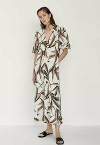 Massimo Dutti - MIT BLÄTTERPRINT  - Day dress - white - 2