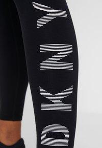 DKNY - HIGH WAIST FULL LENGTH STRIPED LOGO LEGGING - Trikoot - black/white - 3
